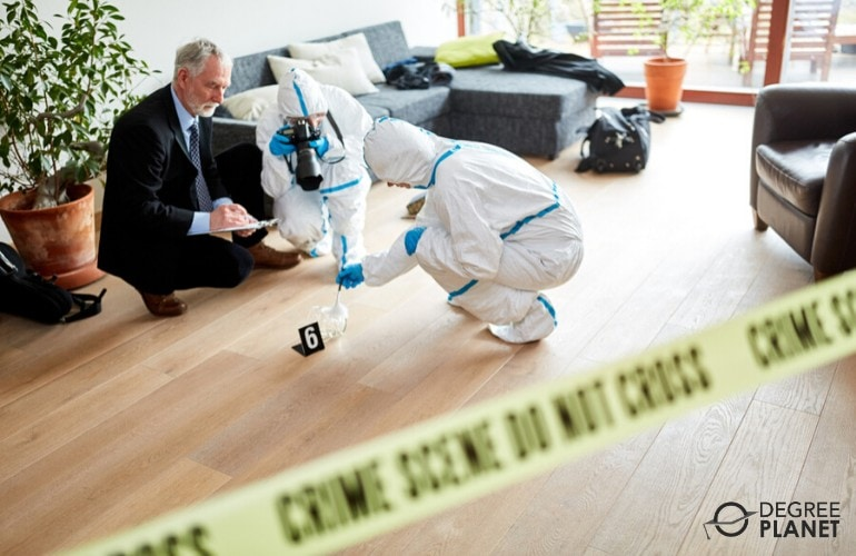 forensic scientists investigating the crime scene