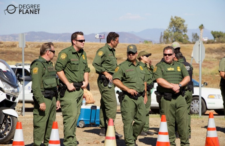 homeland security officers guarding the US border