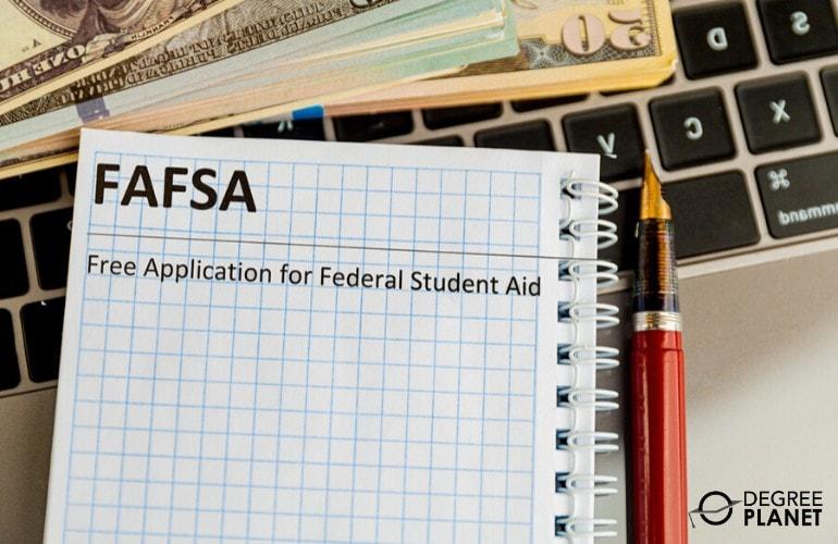Financial Aid for an Associate's in Web Development Online
