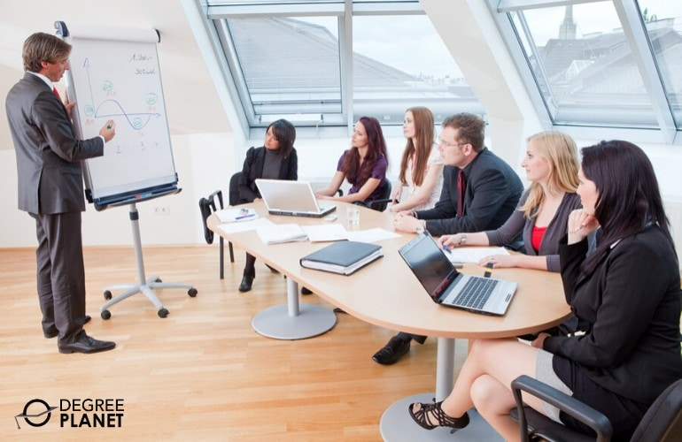 Chief Human Resources Officer meeting with human resource managers