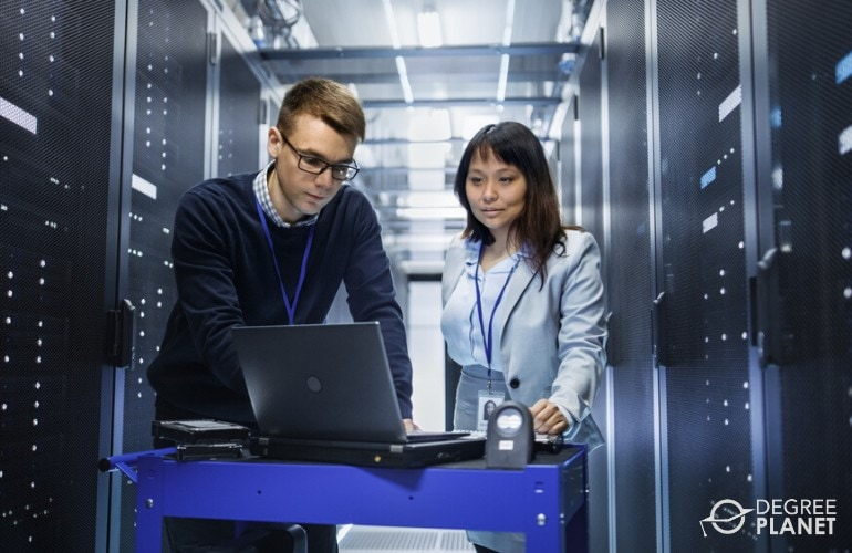 computer and information systems managers working in data center
