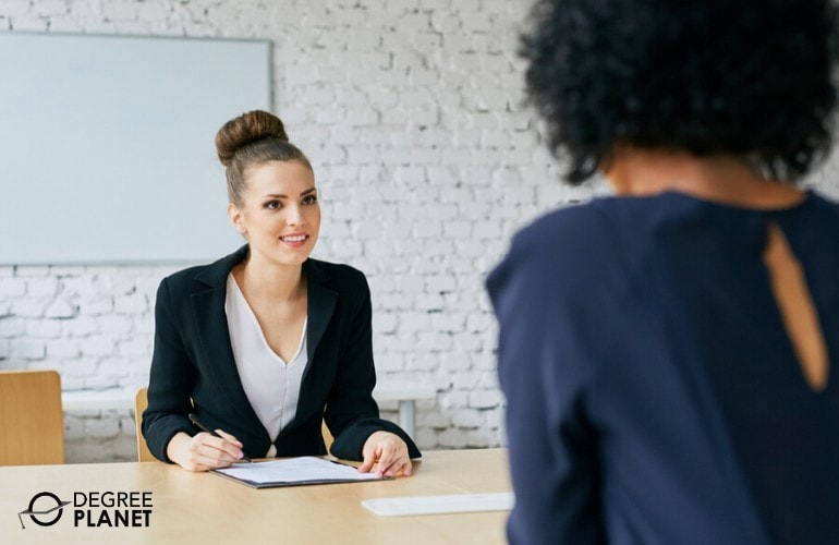human resource manager interviewing a job applicant
