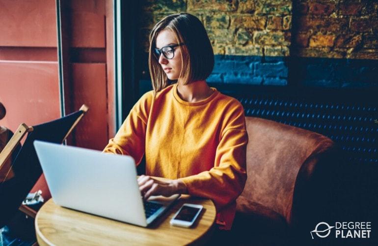 interdisciplinary degree student studying on her laptop