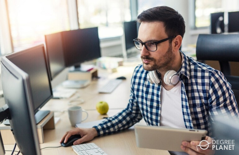 Online Associates Degree in Information Technology