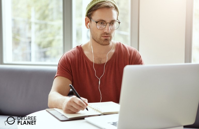 web design degree student studying online