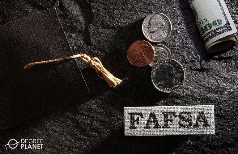 financial aid for Bachelor's in Real Estate Degrees students