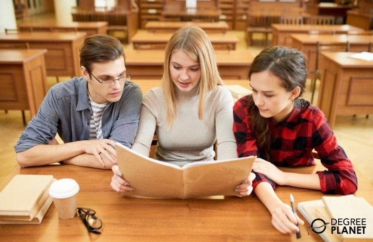 Interdisciplinary Studies students studying in college library