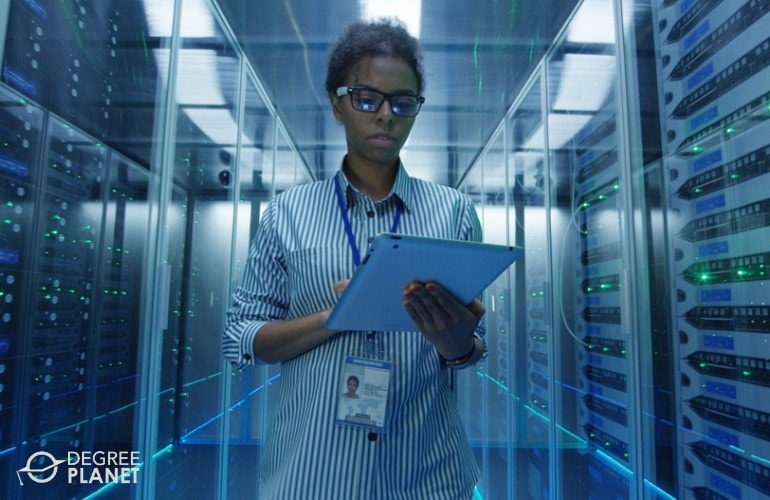 Cyber security Analyst working in data center