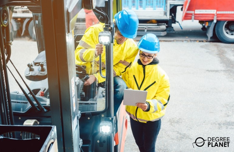Supply Chain Manager giving instructions to an employee