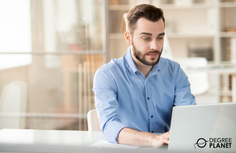 Master's in Business Analytics Degree student studying online