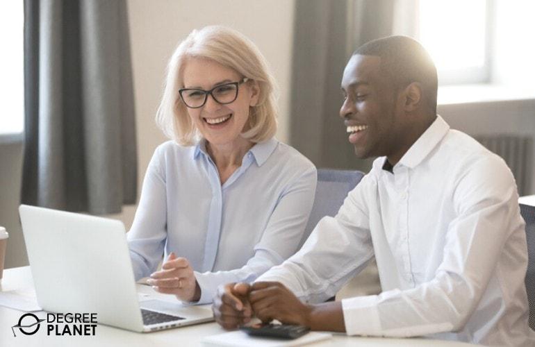 Senior Accountant helping a colleague