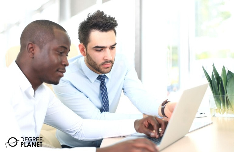 Financial Analysts working together
