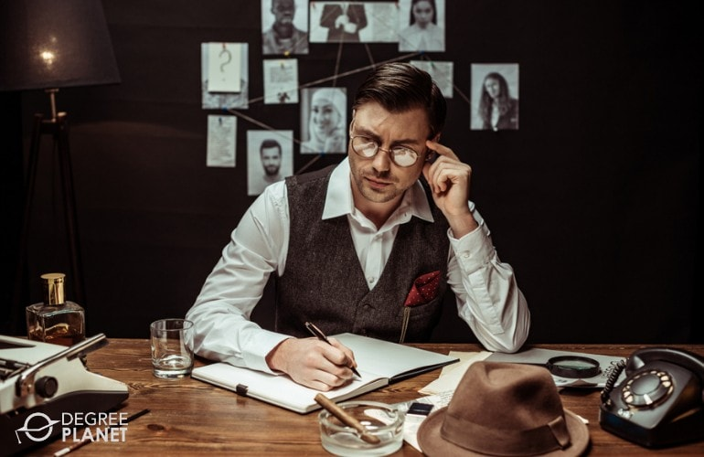 detective working in his office