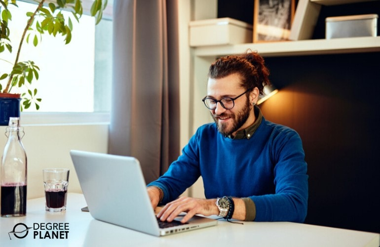 Getting Your Communications Degree Online