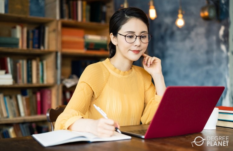 Computer Information Systems Associate Degree student studying online