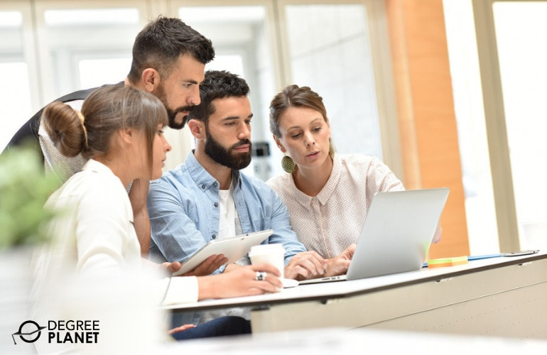 Computer Systems Analysts working together