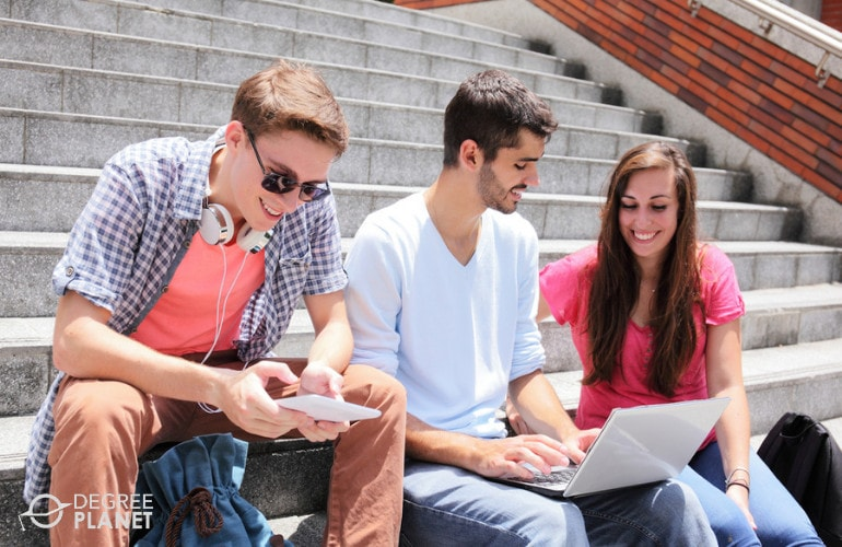 associates degree students in university campus