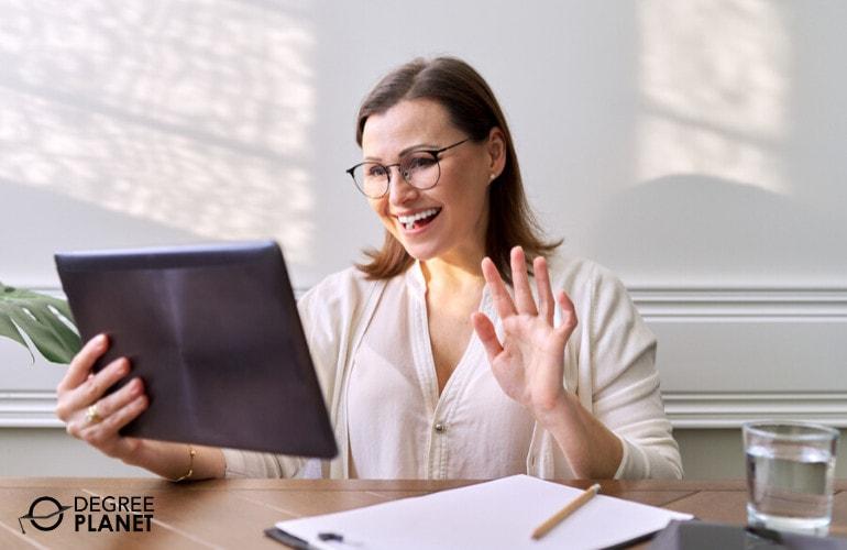 forensic psychologist attending an online class