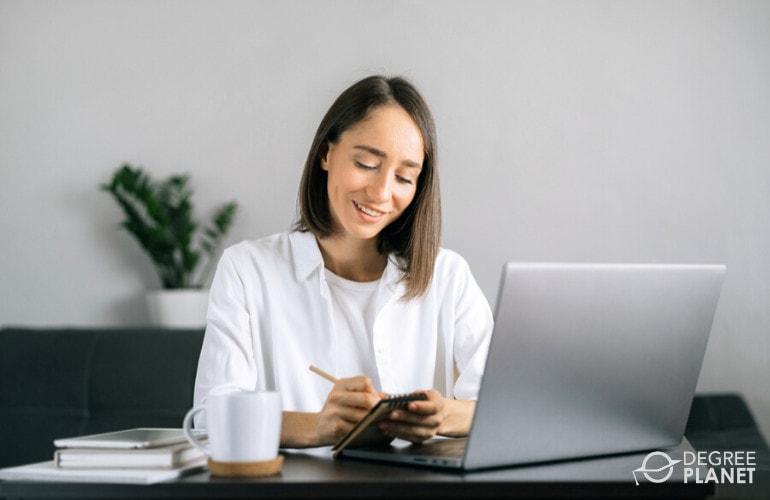 psychologist studying online