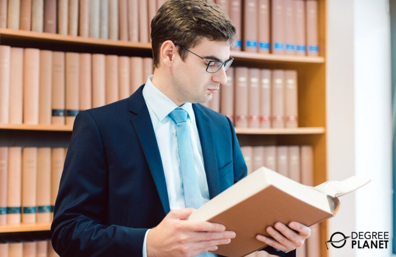 Degree in Philosophy paralegal